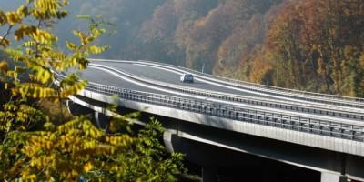 U zadanoj poziciji na periferiji kapitalizma, država je spremna odreći se i autocesta i šuma
