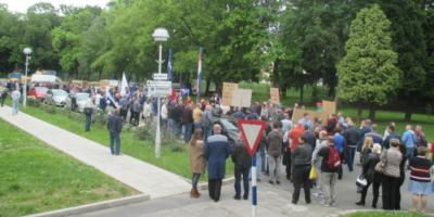 Foto: RP | Prodaja Končara kao jedan od simbola Oreškovićeve antiradničke Vlade na odlasku